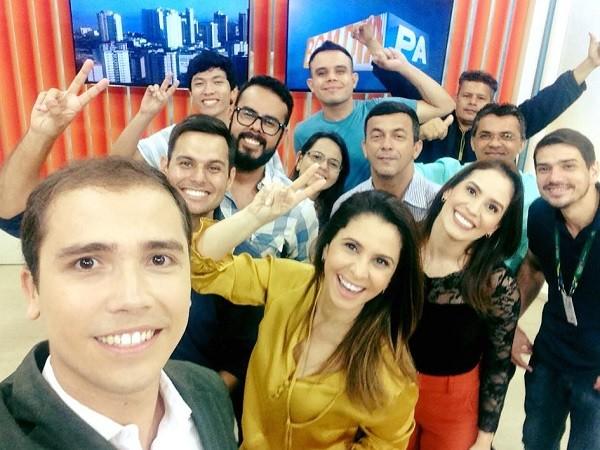 Equipe do Bom dia Pará, após a edição de 40 anos da emissora (Foto: Reprodução: Layse Santos / Arquivo Pessoal)