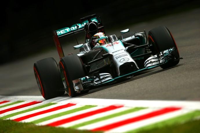 Lewis Hamilton em ação no 1º treino livre para o GP da Itália, em Monza (Foto: Getty Images)