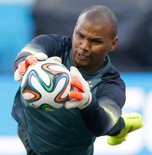 Jefferson no treino da Seleção Brasil (Foto: AP)