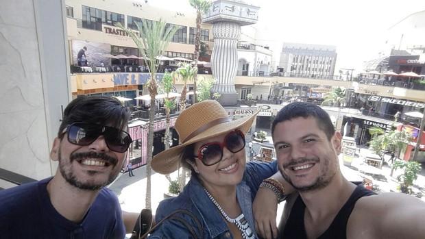Fabiana Karla se divertindo com amigos em Los Angeles (Foto: Arquivo Pessoal)