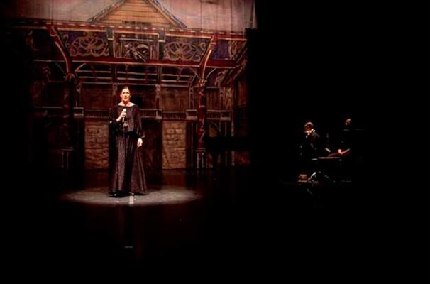 """A cantora Ná Ozzetti, em participação da leitura de """"Ricardo III"""" em 2013 (Foto: Divulgação)"""