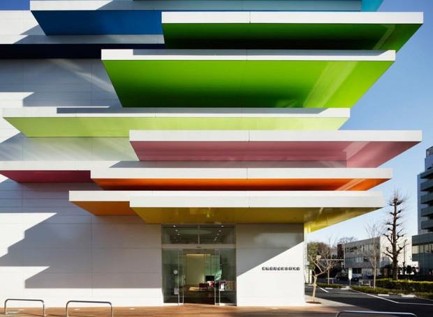 predios-modernos-com-fachadas-incriveis-sugamo-shinkin-bank (Foto: Reprodução/ Nacasa & Partners Inc)