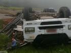 Homem morre após perder controle de caminhão e passar reto por trevo