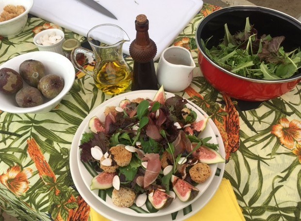 Primeira receita é uma Salada Fresh com mix de Folhas e Figo (Foto: Janine Limas/RBS TV)