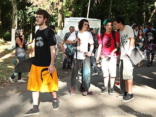 Meninos ficam confusos com a atitude inusitada de Sidney (Foto: Jacson Vogel / TV Globo)