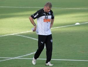 Paulo Autuori treino Atlético-MG (Foto: Léo Simonini)