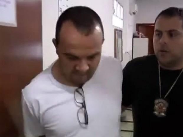 Falso médico é preso em São Sebastião do Paraíso. (Foto: Reprodução EPTV)