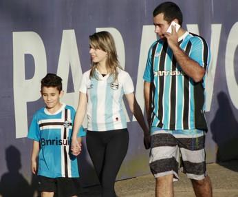 grêmio torcida mulheres crianças arena (Foto: Diego Guichard/Globoesporte.com)