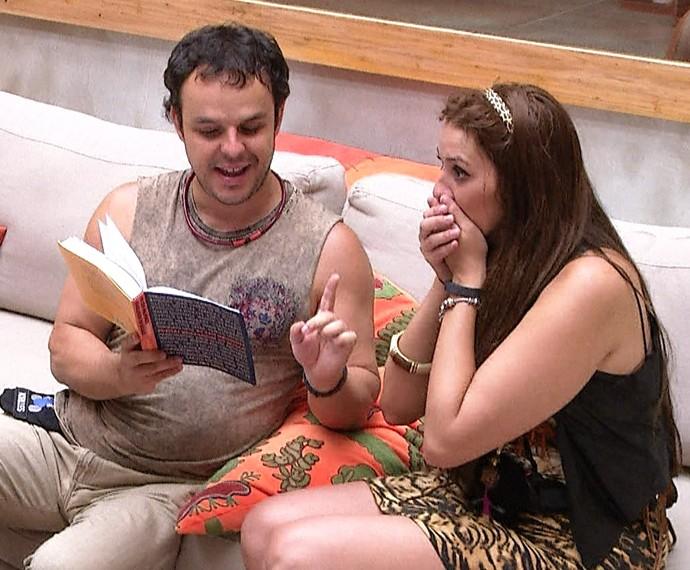 Adrilles recita poema para Tamires durante confinamento no BBB15 (Foto: TV Globo)