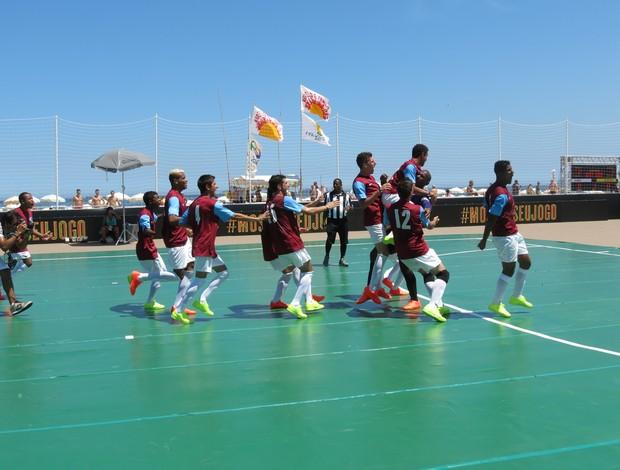 Seleção Gaúcha comemorando a classificação para a final  (Foto: Daniel Cardoso (Globoesporte.com))