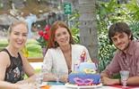 Felipe Simas presenteia Marina Ruy Barbosa com bolo e rasga elogios: 'É um espetáculo'