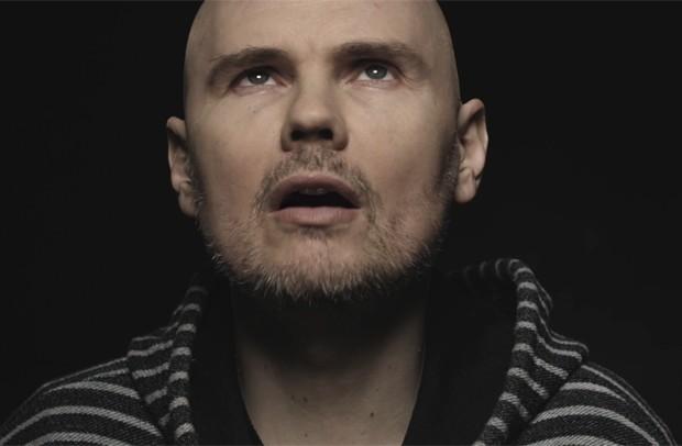 Billy Corgan no clipe de 'Being beige', do Smashing Pumpkins (Foto: Divulgação)