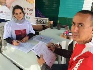 Vanderlei teve consulta dentária na Ação Global, em Cachoeirinha (Foto: Lisiane Lisboa / RBS TV)