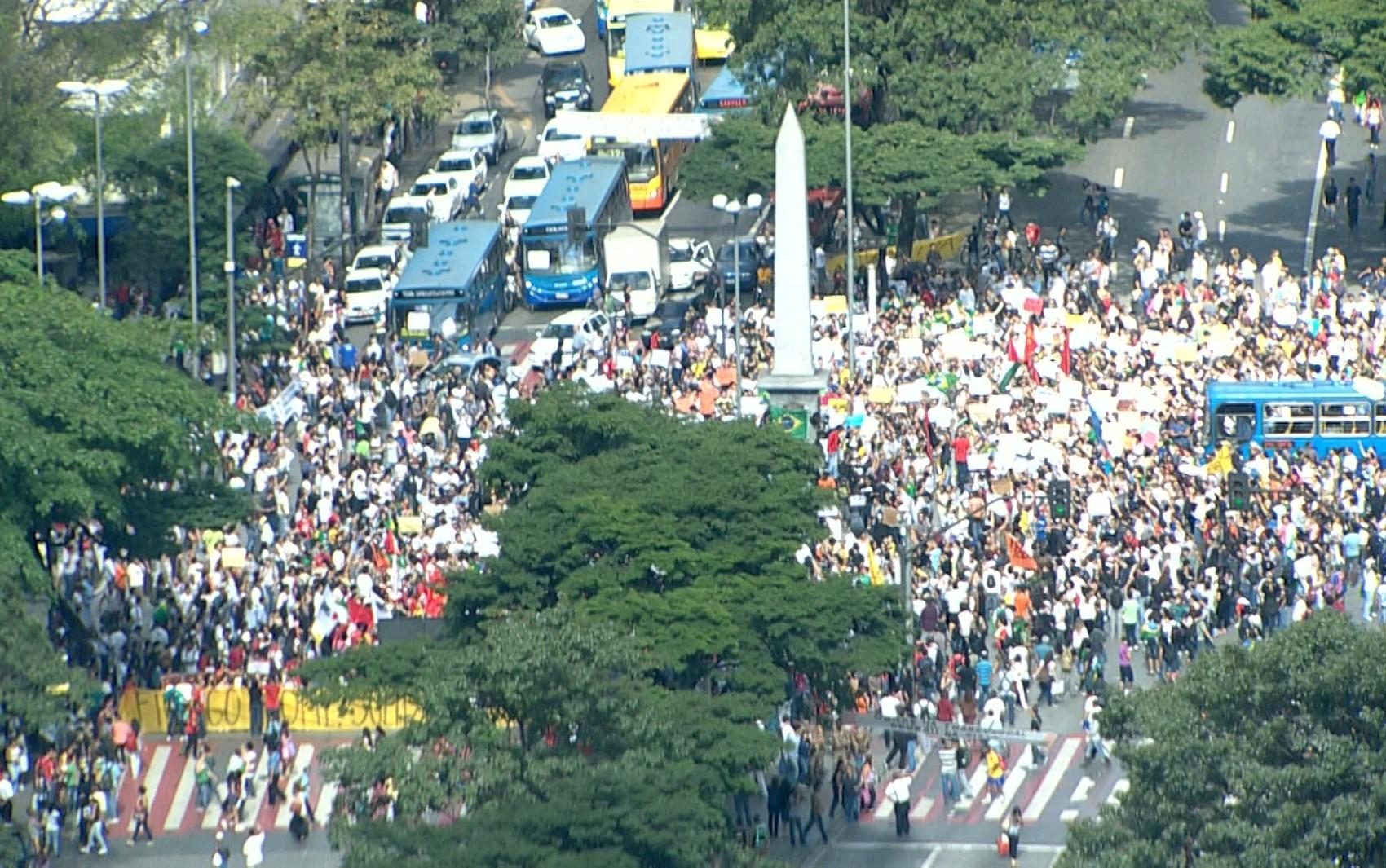 Manifestação na Praça Sete, no Centro de Belo Horizonte. (Foto: Reprodução/TV Globo)