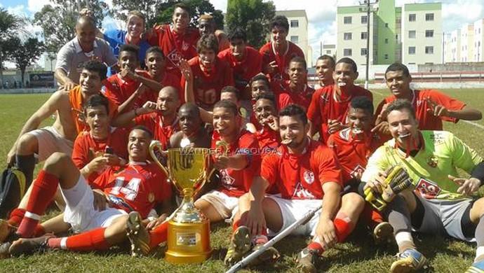 Time Juniores Uberaba Sport campeão 2014 (Foto: Wander Antonio/ Divulgação)