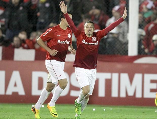 D'Alessandro comemora gol do Internacional contra o Corinthians (Foto: Nabor Goulart / Agência estado)