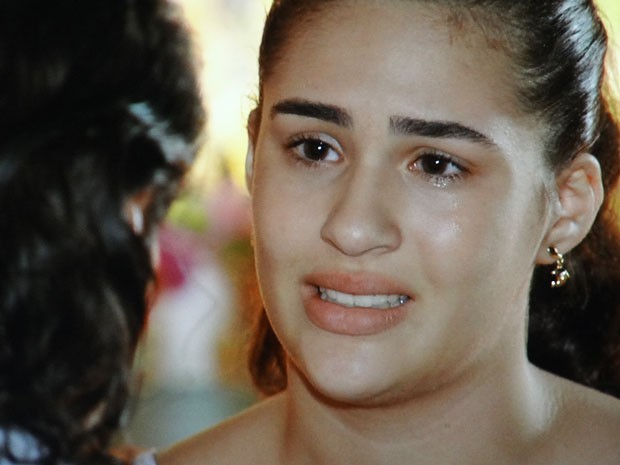 Marizé admite que sentiu a falta do pai (Foto: Flor do Caribe / TV Globo)