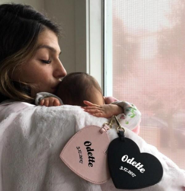 Genevieve Cortese com a pequena Odette Elliott (Foto: Reprodução Instagram)