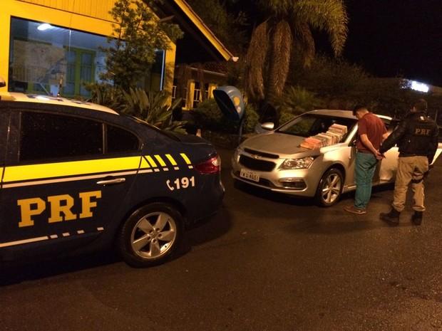 Suspeito foi preso por tráfico internacional de drogas na Serra gaúcha (Foto: PRF/Divulgação)