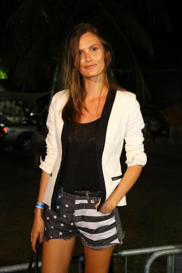 Carol Francischini no Fashion Rio (Foto: Marcello Sá Barreto / AgNews)
