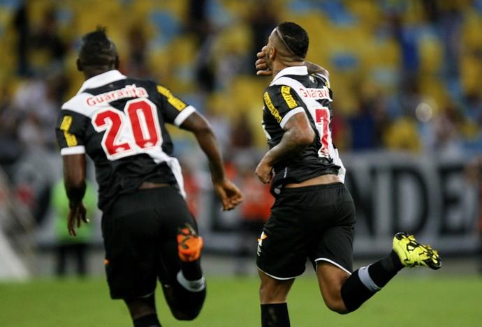 Jhon Cley comemora gol Fluminense x Vasco (Foto: Marcelo de Jesus / GloboEsporte.com)