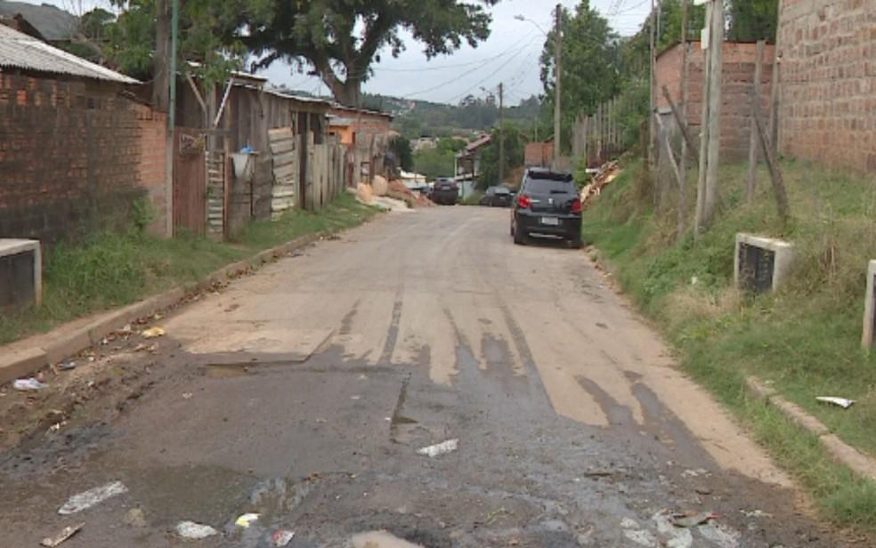 Rua onde o juiz foi morto a tiros em Porto Alegre (Foto: Reprodução/RBS TV)
