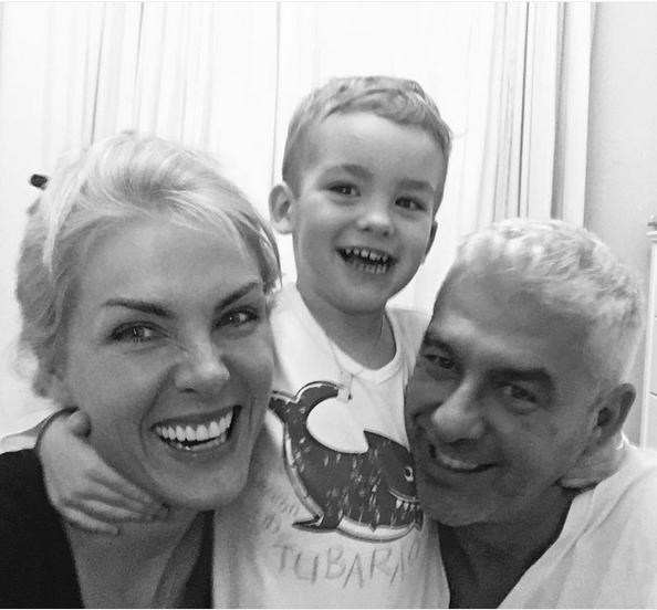 Ana Hickmann posa com o marido e o filho (Foto: Reprodução/Instagram)