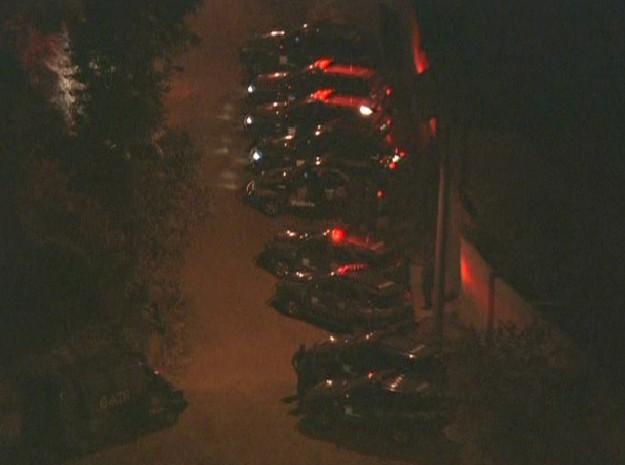 O bairro onde fica a chácara está todo cercado (Foto: Reprodução / TV Globo)