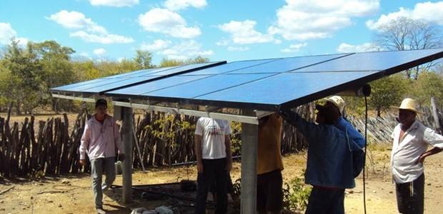 Energia solar bombeia água no Piauí