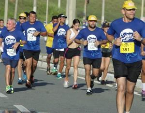 Competidores durante Corrida São Luís (Foto: Biné Morais/O Estado)