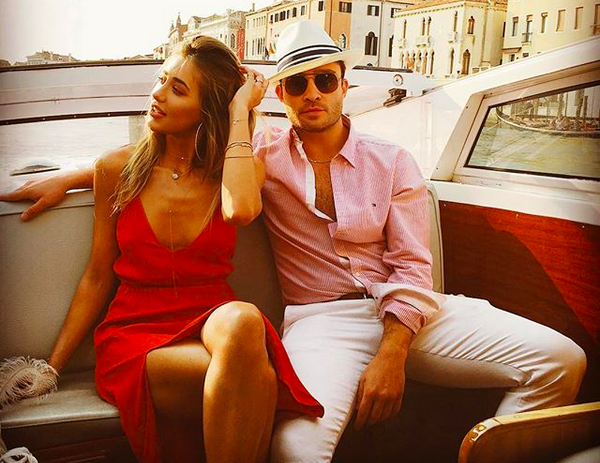 O ator Ed Westwick com a namorada, a modelo Jessica Serfaty (Foto: Instagram)