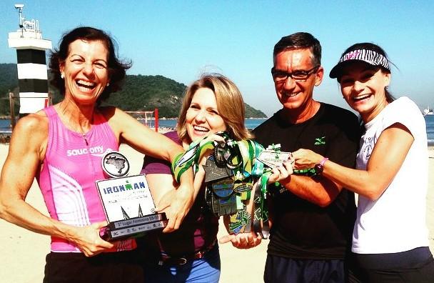 Vanessa Faro com a triatleta Fernanda Garcia e seus pais (Foto: Arquivo Pessoal)