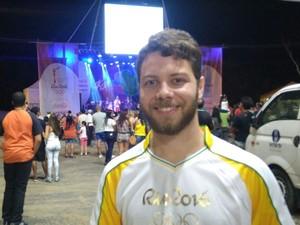 Fernando Henrique foi um dos condutores da tocha (Foto: Henrique Corrêa / Inter TV)