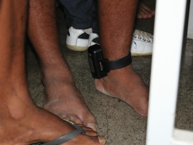 Um detidos é um detento do semiaberto que utilizada tornozeleira eletrônica (Foto: G1 AM)