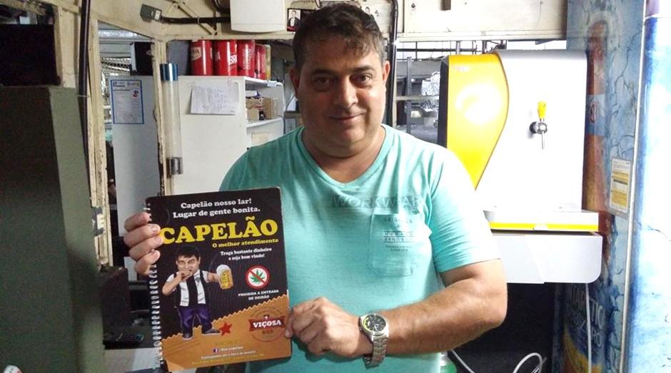 Luizinho Capelão, do Bar do Capelão, de Viçosa (MG): tratamento inusitado aos clientes virou receita de sucesso (Foto: Divulgação)