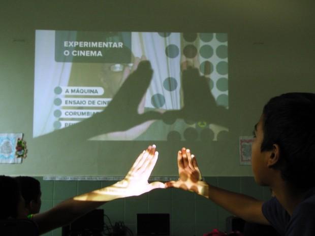 Alunos da Escola Barão do Solimões participam de oficina de cinema (Foto: Christyann Ritse/Divulgação)