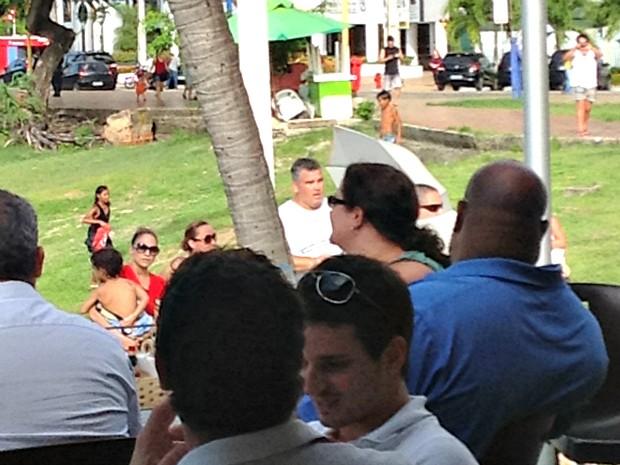 A popstar estava acompanhada do namorado e dos dois filhos que, segundo testemunhas, brincaram com crianças que estavam na praia.  (Foto: Clarisse Nascimento/Arquivo Pessoal)