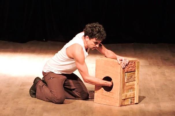 Roberto Rodrigues interpreta Orestes, personagem central do monólogo (Foto: Divulgação )