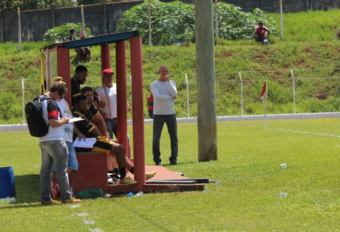 Carivan Cordeiro, técnico Floresta, Campeonato Amador de Uberlândia (Foto: Lucas Papel)