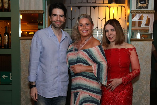 Vera Fischer com Luiz Fernando Coutinho e Liège Monteiro (Foto: ROBERTO FILHO / BRAZIL NEWS.)
