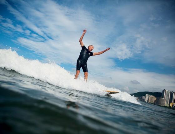 Escola pública de surfe ,em Santos .A cidade encarou  a crise finaceira com soluções baratas e criativas (Foto: Nacho Doce / Reuters)