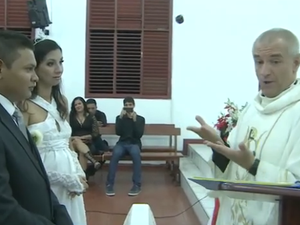 Benção do casal foi feita por padre que veio de Curitiba (Foto: Reprodução/TV Amapá)