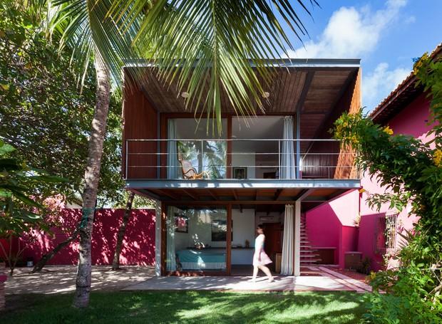 2785588c5c7d7 Casa de praia ganha anexo para hóspedes com telhado verde - Casa e ...
