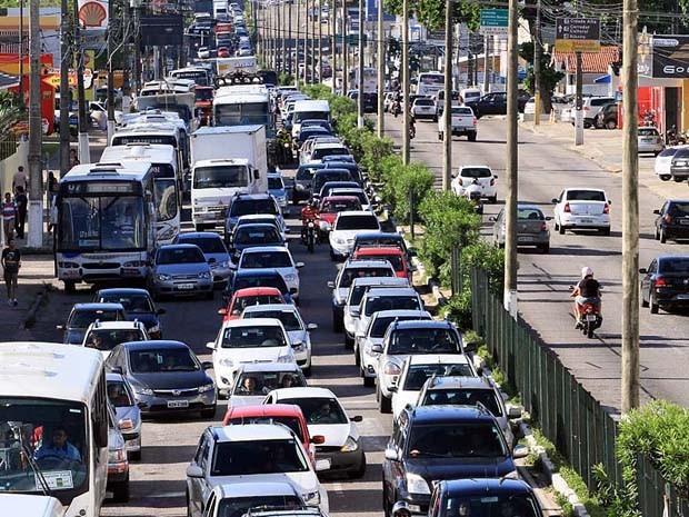 Segundo o Detran-RN, a frota de veículos no RN aumentou 183,6% em 10 anos (Foto: Canindé Soares/G1)