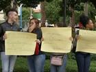Universitários protestam em frente à prefeitura de Tatuí por transporte
