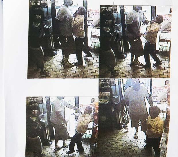 Imagem de câmera de uma loja de conveniência de Ferguson, divulgada pela polícia nesta sexta (15), mostra roubo em que supostamente Michael Brown esteve envolvido (Foto: REUTERS/Ferguson Police Department/Handout via Reuters)