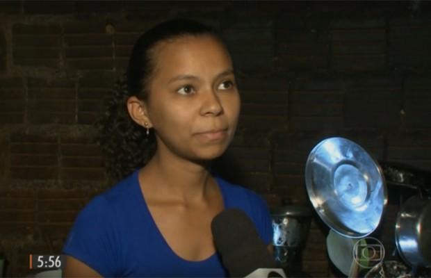 """Eliane é filha de seu Quinho e tem muito orgulho do pai: """"um herói"""".  (Foto: Reprodução/TV Grande Rio)"""