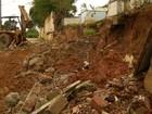 Muro de cemitério cai e chuva deixa ruas alagadas em Araruama, no RJ