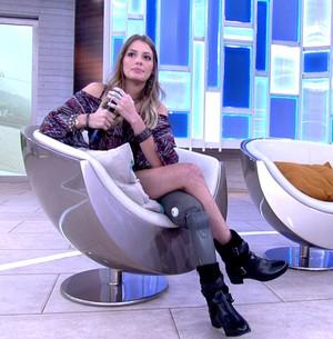 Modelo que perdeu a perna dá lição de vida (TV Glob0)