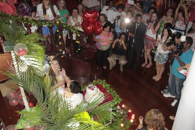 Andressa e Nasser ganham festa (Foto: Isac Luz/EGO)